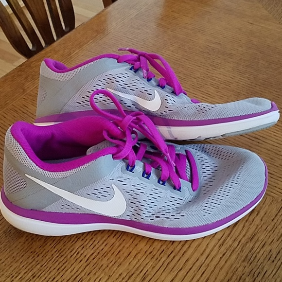 1cbaceee2 Women s Nike shoes. M 5c60bc09aaa5b820a234083c